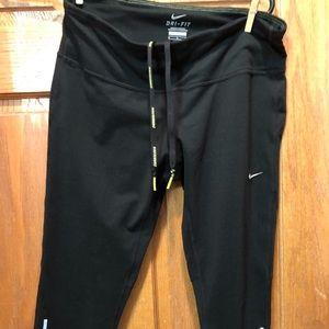 Nike Dri-Fit Capri  Athletic Leggings. Medium